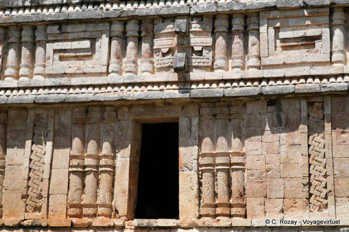 Labná, edificio de las columnas 9