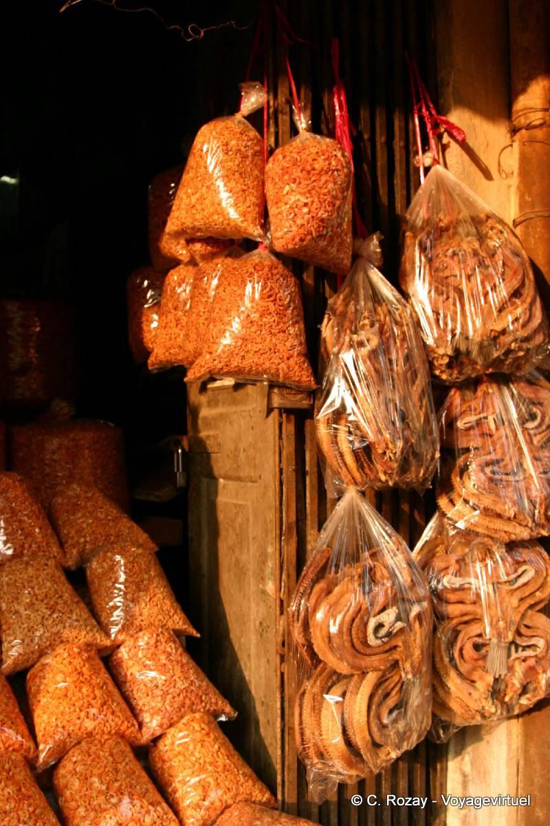 Schlangen und Würmer essen lokale Küche, Rangun - Myanmar (Birma)