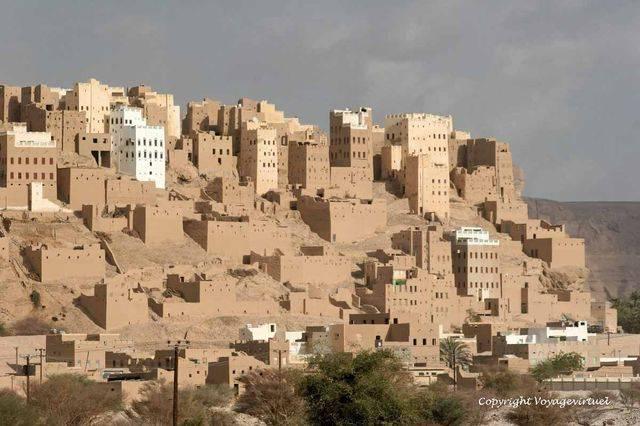 Al Hajrayn 1044