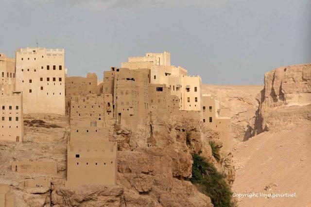 Al Hajrayn 1049