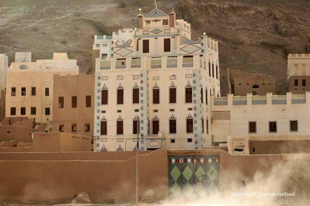 Al Hajrayn 1053